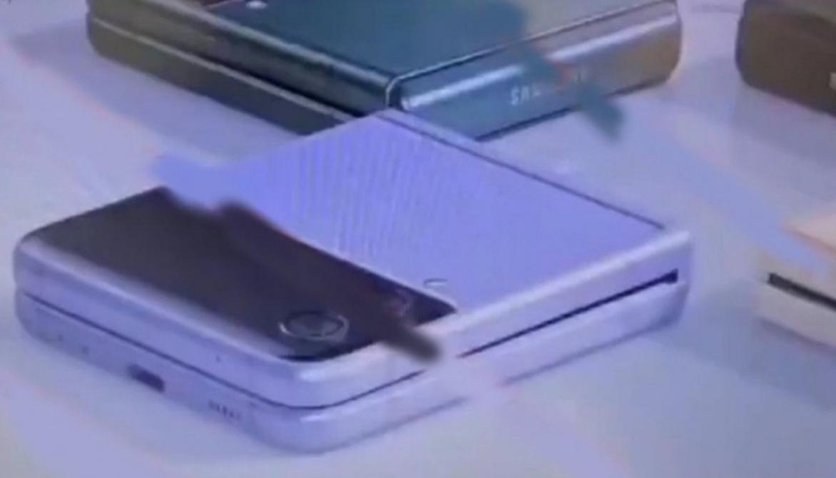 رسميا : سامسونج تبدأ بأنتاج ضخم لهاتف  Galaxy Z Flip3 قبل أطلاقه بأشهر...