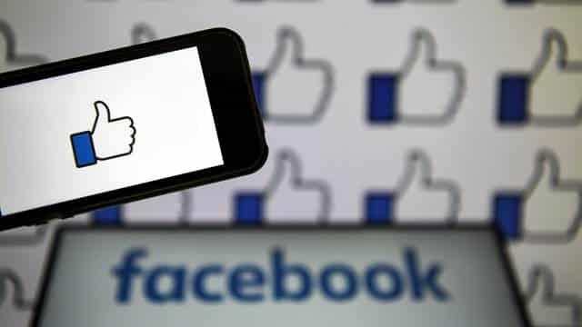 فيسبوك تتعاون مع الحكومة ألأمريكية بسبب لقاح كورونا...