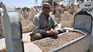 صدق أو لا تصدق : عراقي يزور قبره بعد وفاته !