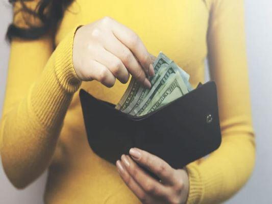 ما هو حكم أخذ ألمال من زوجك دون علمه ؟