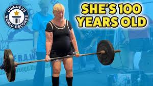 أمرأة أمريكية عمرها 100 عام و تدخل موسوعة جينيس بسبب رفعها للأثقال...