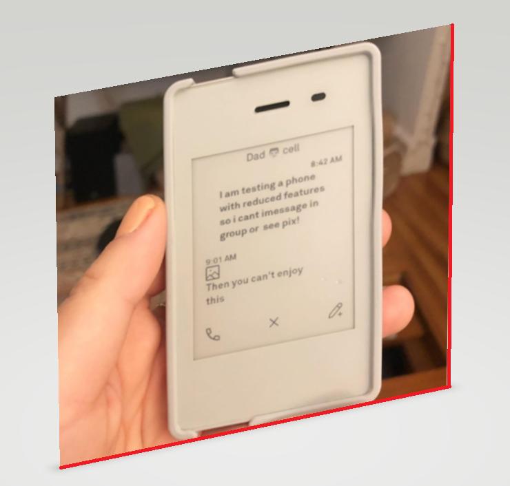 شاهد اصغر هاتف ذكي في العالم بحجم بطاقة الفيزا وبطارية طويلة الامد