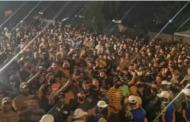 بالصور ... حشود كبير امام الخضراء احتجاج على النتائج